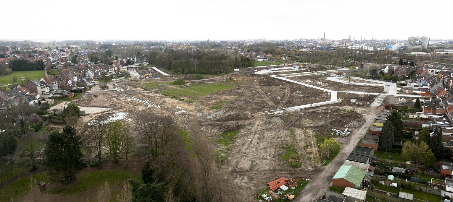 Luchtfoto van de projectzone met de aanleg van de infrastructuur.