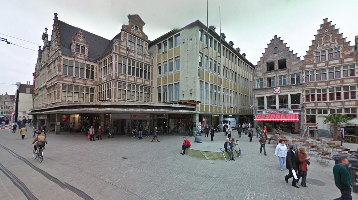 Ketting van goudkleurige ramen vormt eerste nieuwe for Huis zichtbaar maken google streetview