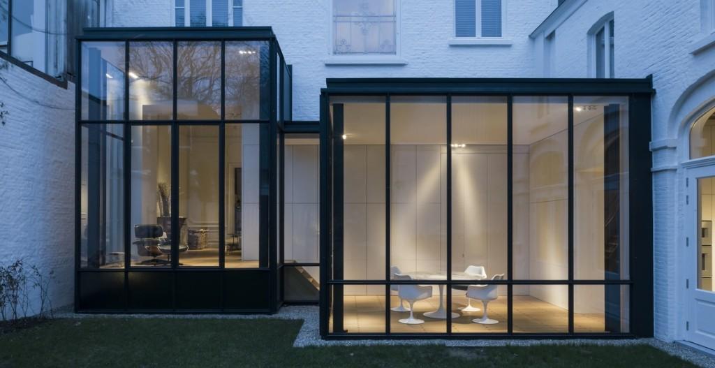 Statige meesterwoning subtiel in het nieuw gezet met glazen uitbreiding gentcement - Uitbreiding huis glas ...