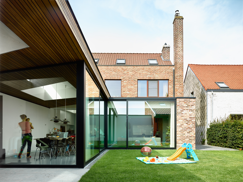 Leven rond de tuin in een glazen uitbreiding gentcement - Idee huis uitbreiding ...