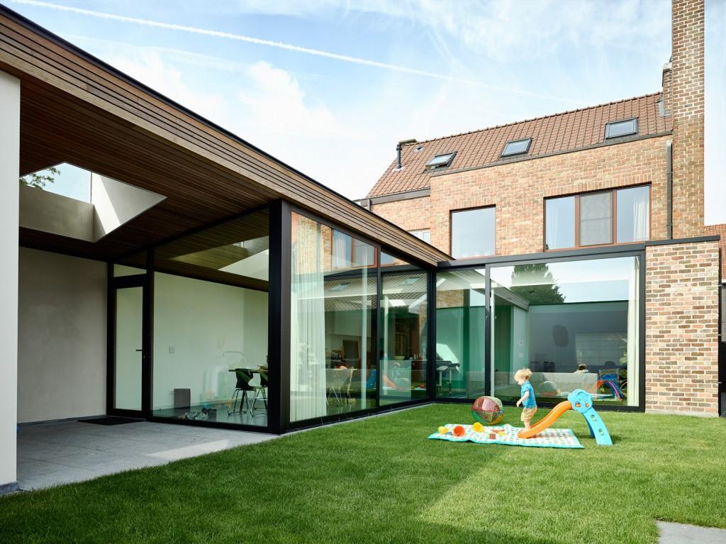 Leven rond de tuin in een glazen uitbreiding gentcement - Foto huis in l ...