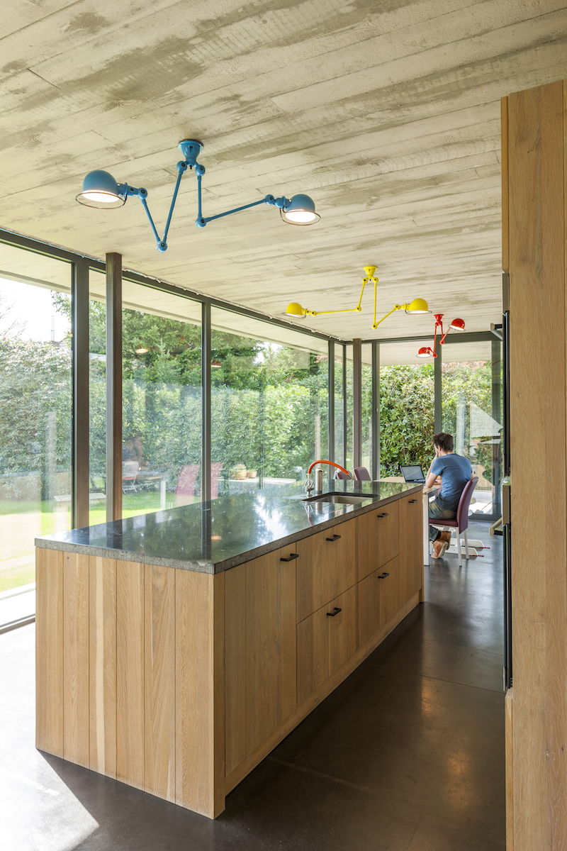 Woning opent naar de tuin met facelift van beton en glas gentcement - Buiten terrassen ...