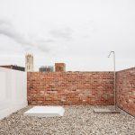 Oase van rust in een landschap van daken